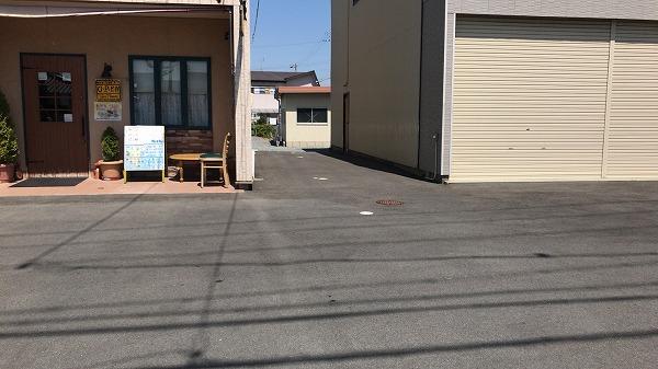 ルンビニカフェ駐車場